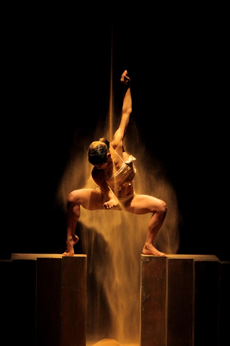 Bein-Kodesh-Lehol-by-Rami-Beer-Kibbutz-Contemporary-Dance-Company