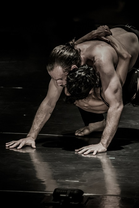 Kibbutz-Contemporary-Dance-Company-Mothers-Milk-by-Rami-Beer-The-Best-Dance-Company